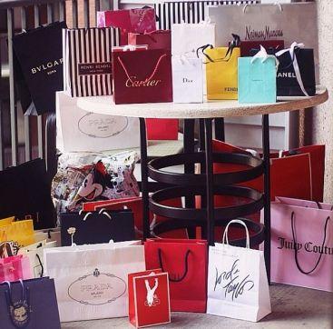 3341543c8a5648a4c3cb2377e8dd2238--shopping-queen-fashion-hair